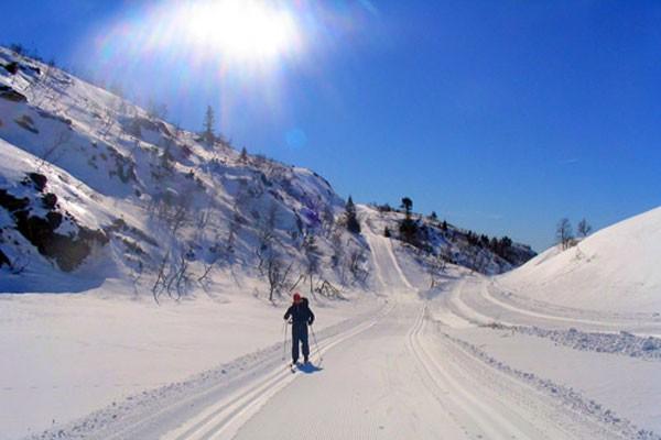 Bortelid-camping-skitur-i-solskinn